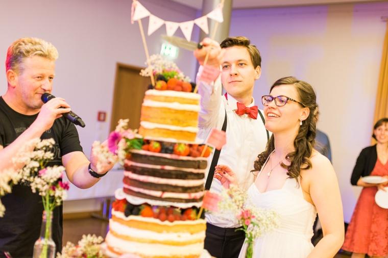 Hochzeit,Hochzeitsfotograf,München,Ebersberg,Burghausen,Brautpaar,Hochzeitsfeier,GettingReady,FirstLook,Paarshoot,Sunset,Bayern,Brautpaar-157