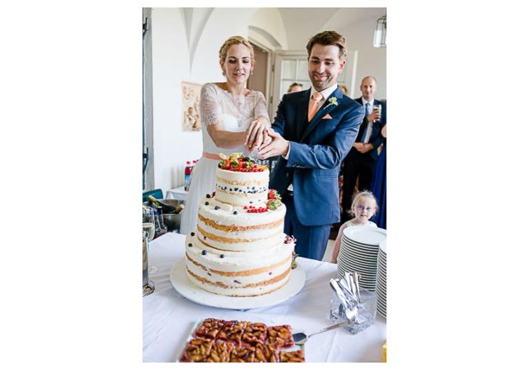 Hochzeit, Bayern, Muenchen, Hochzeitsfotograf, Brautpaar, Brautstrauß, Ebersberg, Burghausen, Altoetting, Chiemsee, Aiterbach, Getting Ready, Aschau, Chiemgau, Hochzeitsfeier-151