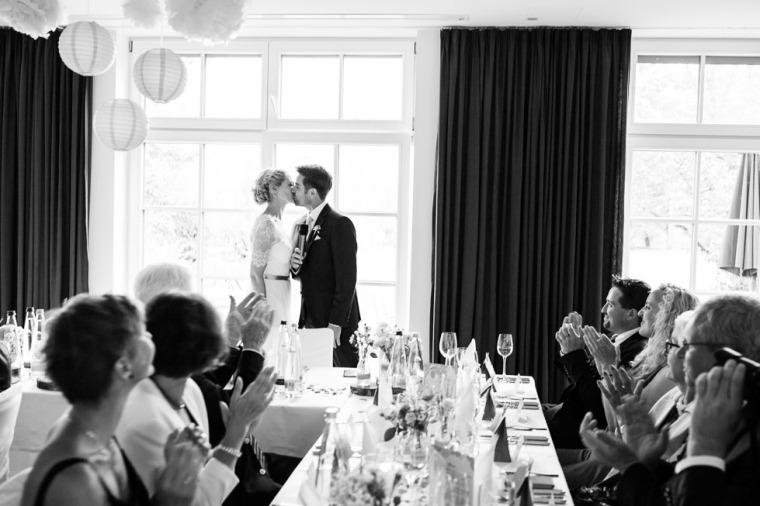 Hochzeit, Bayern, Muenchen, Hochzeitsfotograf, Brautpaar, Brautstrauß, Ebersberg, Burghausen, Altoetting, Chiemsee, Aiterbach, Getting Ready, Aschau, Chiemgau, Hochzeitsfeier-159