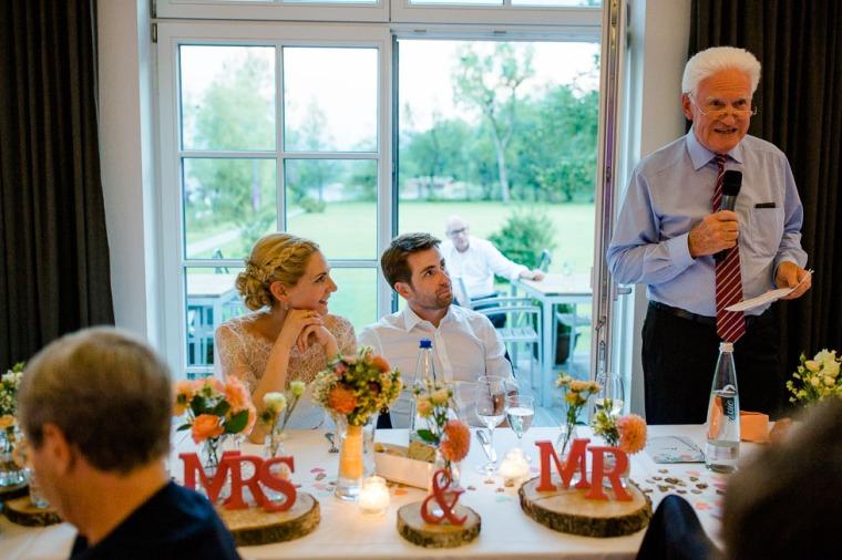 Hochzeit, Bayern, Muenchen, Hochzeitsfotograf, Brautpaar, Brautstrauß, Ebersberg, Burghausen, Altoetting, Chiemsee, Aiterbach, Getting Ready, Aschau, Chiemgau, Hochzeitsfeier-173