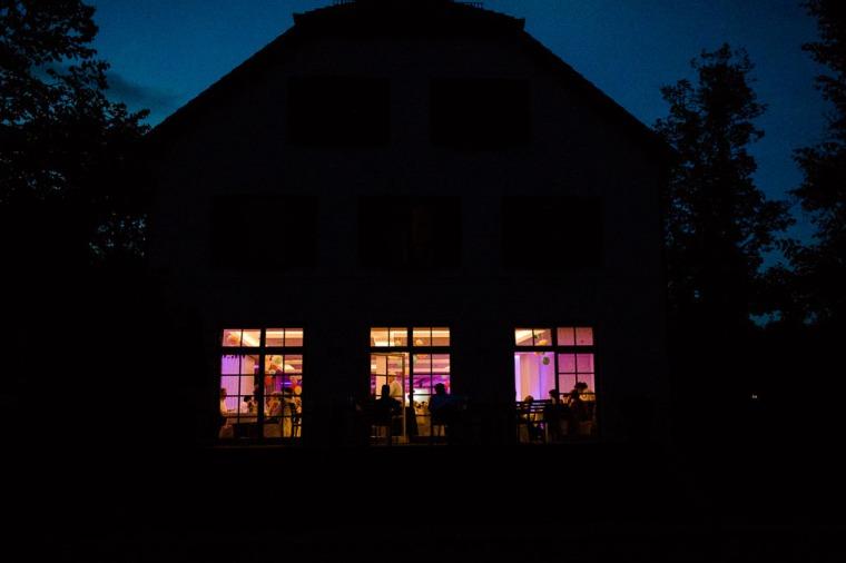 Hochzeit, Bayern, Muenchen, Hochzeitsfotograf, Brautpaar, Brautstrauß, Ebersberg, Burghausen, Altoetting, Chiemsee, Aiterbach, Getting Ready, Aschau, Chiemgau, Hochzeitsfeier-178