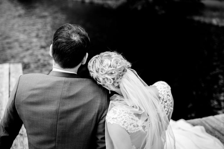 Hochzeit, Bayern, Muenchen, Hochzeitsfotograf, Brautpaar, Brautstrauß, Ebersberg, Burghausen, Altoetting, Hochzeitsfeier, Sachsenkam, Kirchsee, See, First Look, Eheringe-115