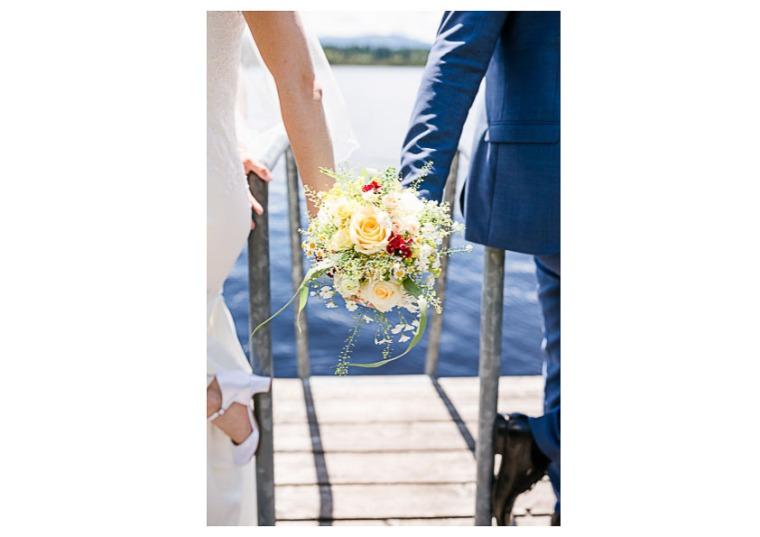 Hochzeit, Bayern, Muenchen, Hochzeitsfotograf, Brautpaar, Brautstrauß, Ebersberg, Burghausen, Altoetting, Hochzeitsfeier, Sachsenkam, Kirchsee, See, First Look, Eheringe-119