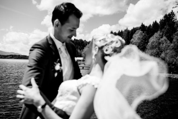 Hochzeit, Bayern, Muenchen, Hochzeitsfotograf, Brautpaar, Brautstrauß, Ebersberg, Burghausen, Altoetting, Hochzeitsfeier, Sachsenkam, Kirchsee, See, First Look, Eheringe-120