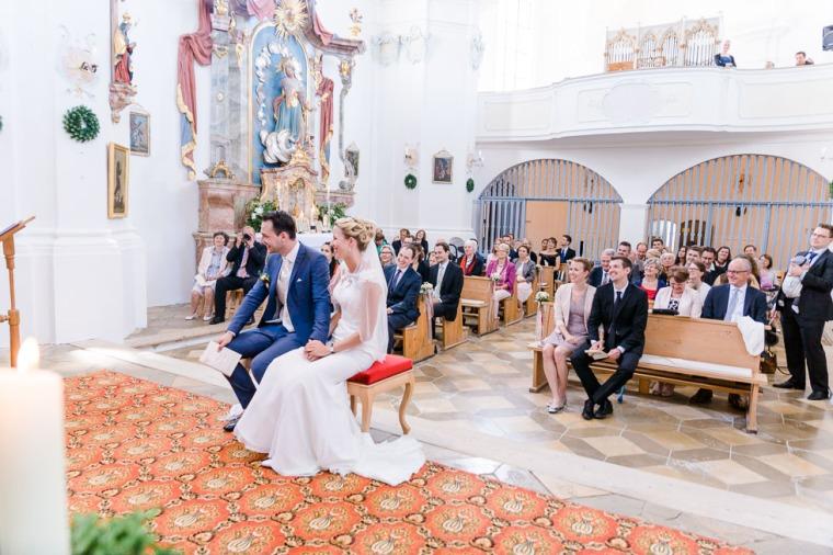 Hochzeit, Bayern, Muenchen, Hochzeitsfotograf, Brautpaar, Brautstrauß, Ebersberg, Burghausen, Altoetting, Hochzeitsfeier, Sachsenkam, Kirchsee, See, First Look, Eheringe-143