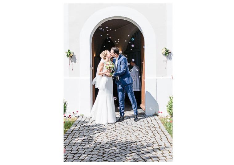 Hochzeit, Bayern, Muenchen, Hochzeitsfotograf, Brautpaar, Brautstrauß, Ebersberg, Burghausen, Altoetting, Hochzeitsfeier, Sachsenkam, Kirchsee, See, First Look, Eheringe-147