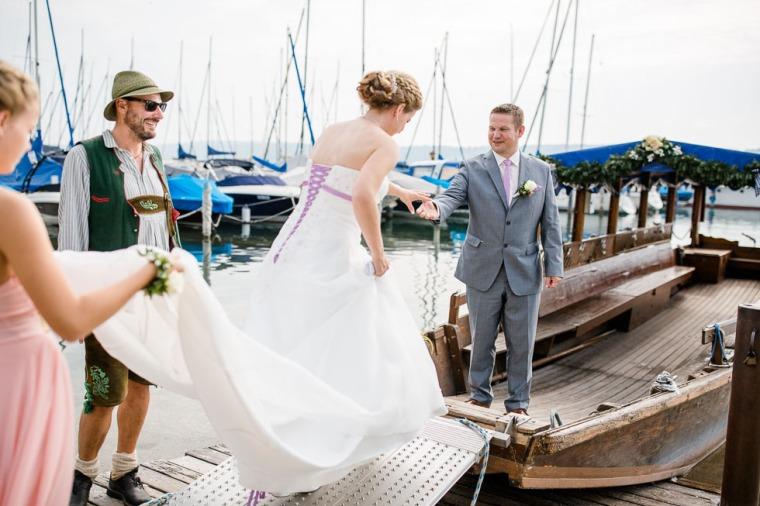 Hochzeit, Bayern, Muenchen, Hochzeitsfotograf, Brautpaar, Brautstrauß, Ebersberg, Burghausen, Starnberg, Starnberger See, Roseninsel, Getting Ready, Hochzeitsfeier-113