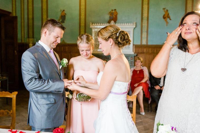 Hochzeit, Bayern, Muenchen, Hochzeitsfotograf, Brautpaar, Brautstrauß, Ebersberg, Burghausen, Starnberg, Starnberger See, Roseninsel, Getting Ready, Hochzeitsfeier-120