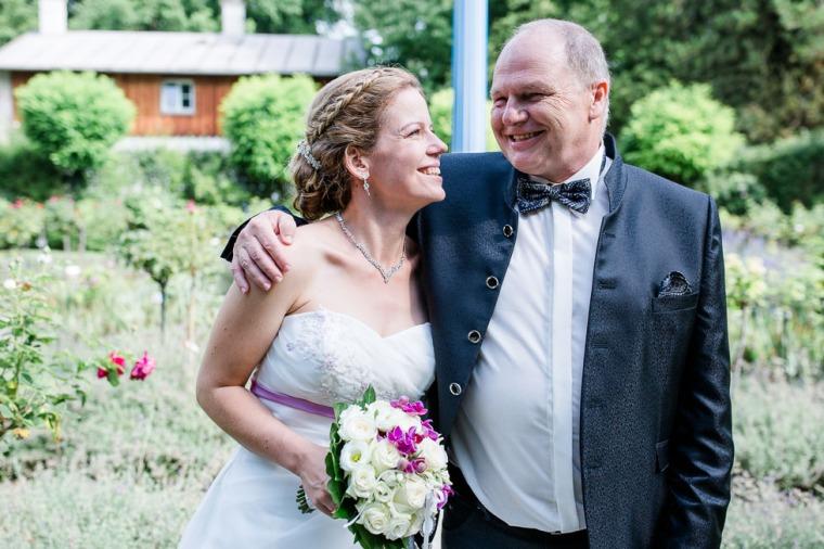 Hochzeit, Bayern, Muenchen, Hochzeitsfotograf, Brautpaar, Brautstrauß, Ebersberg, Burghausen, Starnberg, Starnberger See, Roseninsel, Getting Ready, Hochzeitsfeier-123