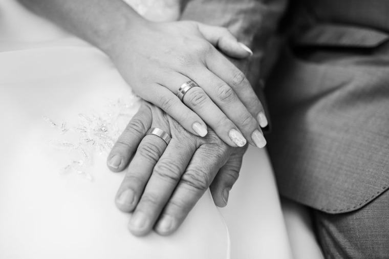 Hochzeit, Bayern, Muenchen, Hochzeitsfotograf, Brautpaar, Brautstrauß, Ebersberg, Burghausen, Starnberg, Starnberger See, Roseninsel, Getting Ready, Hochzeitsfeier-146